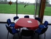 Les tables n'attendent plus que les fleurs et les invités!!